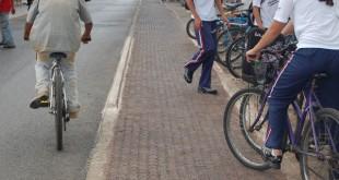 Enquanto os grandes centros investem em ciclofaixas, Patos de Minas remove-as. Isto é um retrocesso.