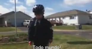Discurso emocionado de um garoto que aprende a andar de bicicleta